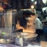 23443306 - 麺に削る作業は機械化されてしまったのか・・・