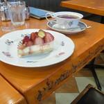 モーツアルト - 苺のレアチーズケーキ(410円)