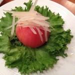 やきとり家すみれ - まるごとトマトと青パパイヤ 意味不明な料理パパイヤは冷凍もんで味気なし。620円