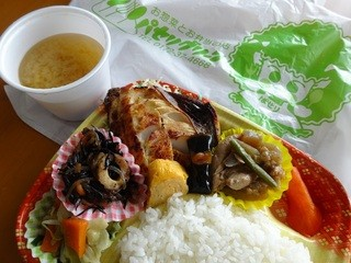 パセリグリーン - 焼き魚(ホッケ)弁当498円味噌汁サービス