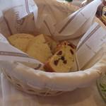 マル・マーレ - ビュッフェのパン(3種)