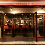 八重洲ZION - スタンディング、カウンター、テーブルで気軽にサク飲み、食事も