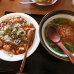 美味家 - ランチのセットメニューの台湾ラーメンとマーボー飯です