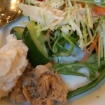 岡山グルメと珈琲 ALOALO - 朝食バイキングのサラダ