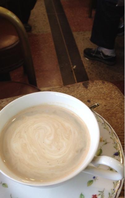 コーヒーショップ伊吹 - ここでは床で煙草の吸殻を踏ん付けるのが標準