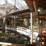 新井旅館 - 客室に続く渡り廊下