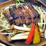 23462464 - 「特上牛ステーキ膳・上赤身肉100g」のメイン