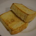 洋食 葉椰子 - 洋食メニューに付いてくる自家製パン