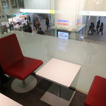 Q's cafe - 窓際のテーブル席