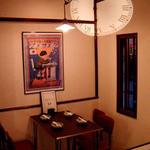 中新ロマンス食堂 - 入り口テーブル席。