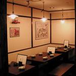 中新ロマンス食堂 - 奥。テーブル席。20名様までOK。