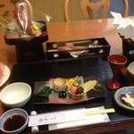 鶴ヶ池荘 - 楽天トラベルの華やぎ膳プランの夕食。この後、蓋物、天ぷら、林檎ウドンとデザートが控えてます。