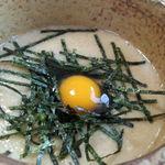 古館 - つけとろろそばの、とろろと海苔とうずらの卵