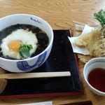 古館 - 月見とろろそば+天ぷら盛り合わせ。