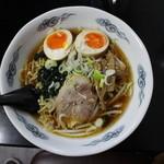 中華料理 餃子屋台 - ラーメン(682円、真上から)