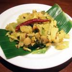 ガネーシュ - ディナーコース(2500円)の野菜の小皿:キャベツとコーンの炒め物