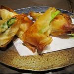 牡蠣屋うらら - 海老真丈とアスパラのチーズ春巻き