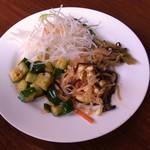23476568 - カクテキ(キュウリのキムチ)・ナムル(モヤシ・ゼンマイ)・生野菜