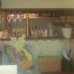 バーン・リムナーム - タイ風の店内には団体さん用の巨大ビールのピッチャーが2台置かれていました