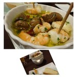 ビストロシュン - 海老のガーリックオイル煮・・アヒージョ好きなのですよ。海老も美味しいですけれど、マッシュルームが美味しいこと