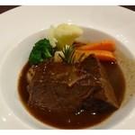 ビストロシュン - 主人には「ほほ肉の煮込み」、、こういう煮込み料理としてはレベルが高く美味しいそうです。