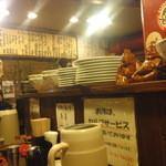 ラーメンTAIZO - 雑然とした店内はどこか居酒屋的なノリ