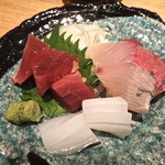 肉料理ひら井 - 【お刺身3種盛り】¥950 プリプリで鮮度がいい