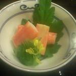 京料理 卯柳 - 季節の酢の物。松葉蟹の酢漬け。酸味を抑え、蟹の柔らかい部分に凝縮された旨みがじんわりと後味に残り、地酒に大変合いました