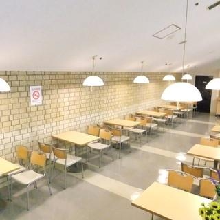 全140席と、店内は広く開放感あるれる空間です!