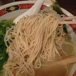 陣山ラーメン - 麺のアップ