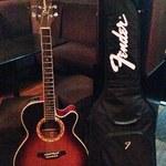 ROCKHOUSE70 - ギターがお出迎え。