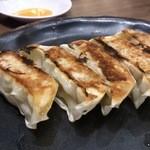23489289 - 日本にになった餃子。