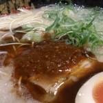 23489332 - 一押しの博多バリこく丸玉麺。