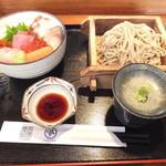 23489738 - ランチ C 海鮮丼 + 小そば 850円 【 2014年1月 】
