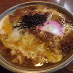高良 - 料理写真:サービスランチ「煮カツ定食」のアップ  何故か、カツの上には蒲鉾が・・・・