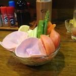 寿海 - 野菜サラダ(毎回可愛いデコレーションです)
