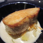 レストラン ラ フィネス - 京丹後産鰆のミ・キュイ、甘酸っぱい野菜とロックフォールのソース