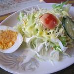 マウント エベレスト レストラン - 手作りドレッシングの美味しいサラダ☆