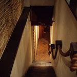 ぷち・ぺしゃわーる - OptioA30:お店は階段を下りて地下1階