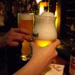 フリゴ - OptioA30:男と女がビールで乾杯♪