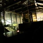 マジェスティック - 41・42階の吹き抜けに面する巨大ワインセラー