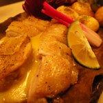 個室焼鳥酒処 こはね ~離れ~ - 冠地鶏の朴葉味噌焼き