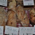 カフェドペイザン - 自家製酵母の薪窯パン