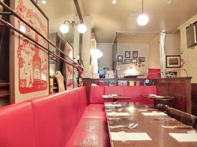 ブラッスリーオザミ丸の内 - 店内のテーブル席の風景です