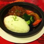 APPLE's Cafe&Diner - ボリューム満点な、ハンバーグプレート。とにかく野菜も沢山はいってて、最高に満足な一品でした。