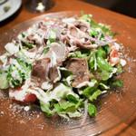 SAJI - 炙りイベリコ豚タンのシーザーサラダ 880円