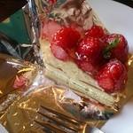 23519212 - ランチで頼んだケーキ