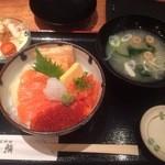 23520206 - 鮭ざんまい丼御膳 1480円