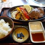 焼肉ひらい - 1600円のステーキランチ