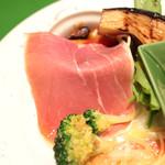 ヴィヴィ ヴェルデ - 前菜盛り合わせ:イタリア産の生ハム '13 12月中旬